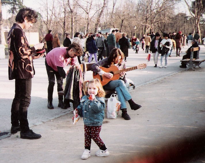 1993, Parque del Retiro, Madrid. Trespi (The Vientre) y Kike pidiendo.